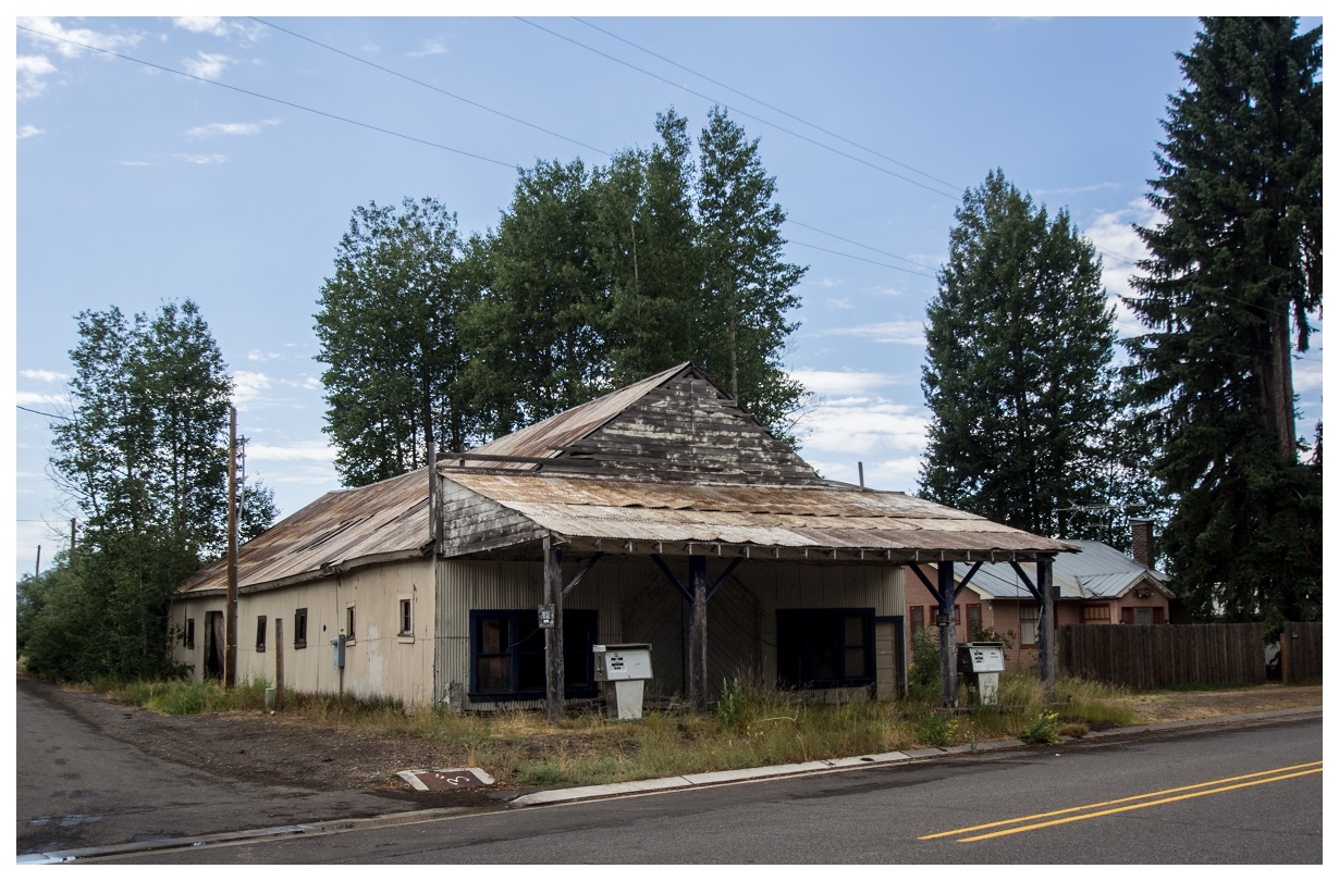 Abandoned Gas Station in Central Oregon