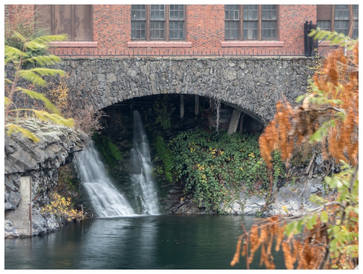 fall autumn waterfall spokane pnw